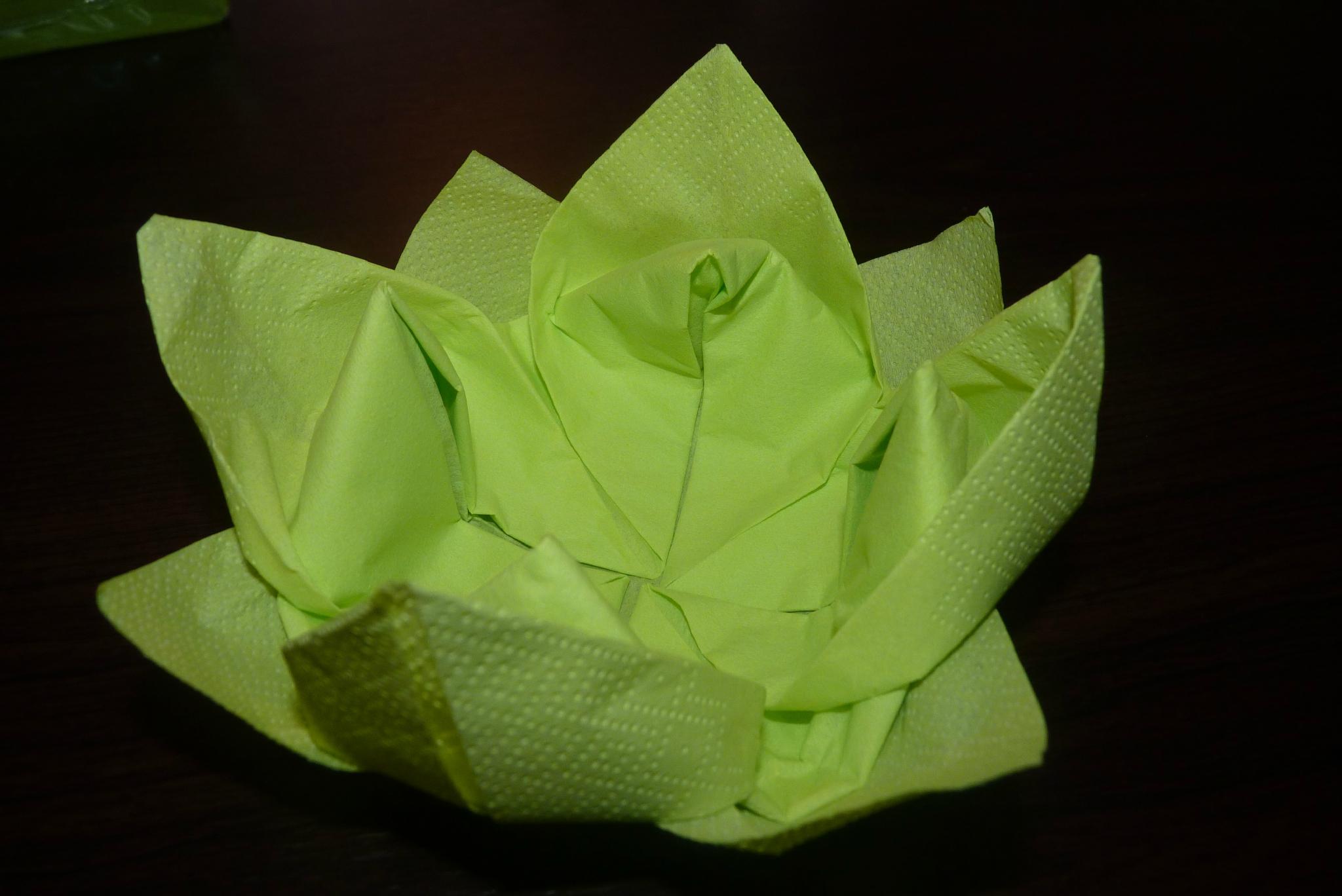 pliage de serviette en fleur