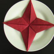 Pliage de serviette en papier en forme d étoile