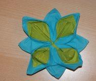 Pliage serviette nenuphar deux couleurs