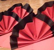 Pliages de serviettes 2 couleurs
