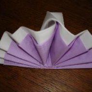 Pliage de serviette en eventail bicolore