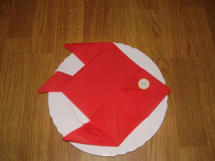 Pliage de serviette en forme de poisson