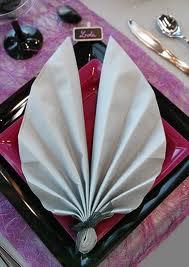 Pliage de serviette en papier en forme de feuille