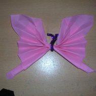 Pliage de serviette en papier en papillon