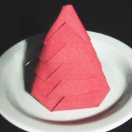 Pliage de serviette en papier sapin de noel