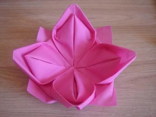 Pliage serviette en lotus