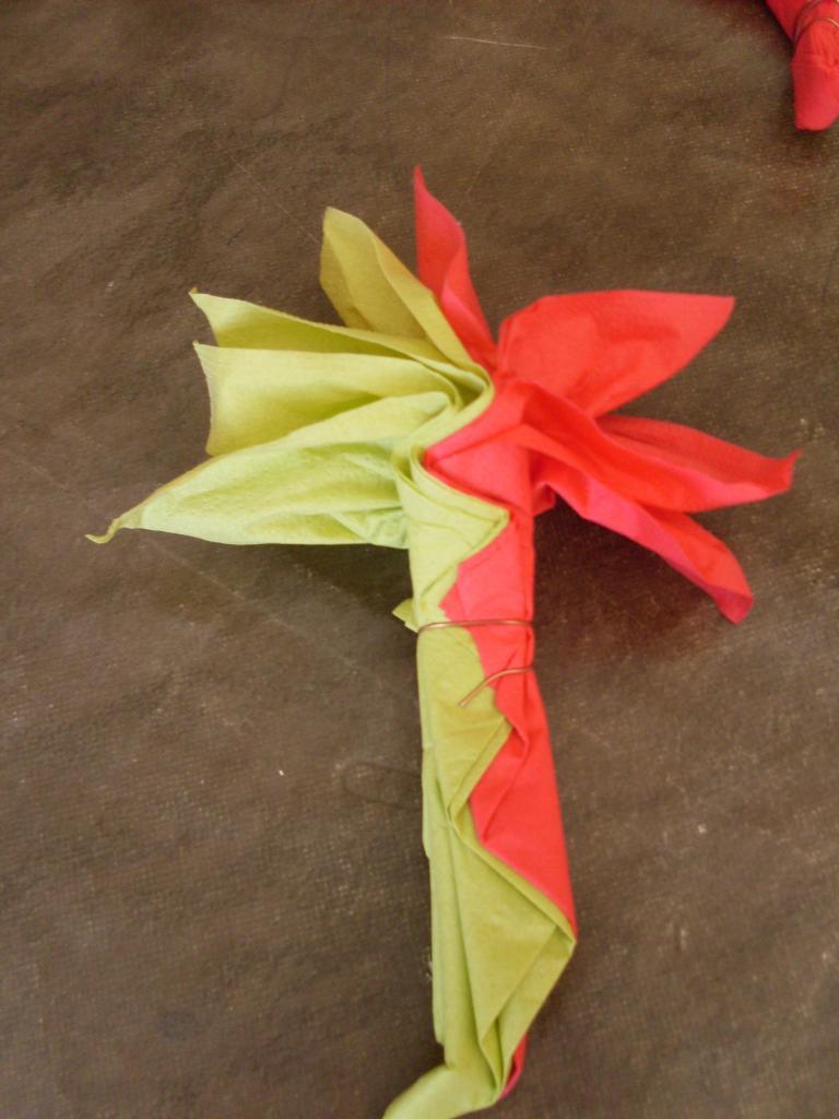 Pliage serviette en papier en fleur