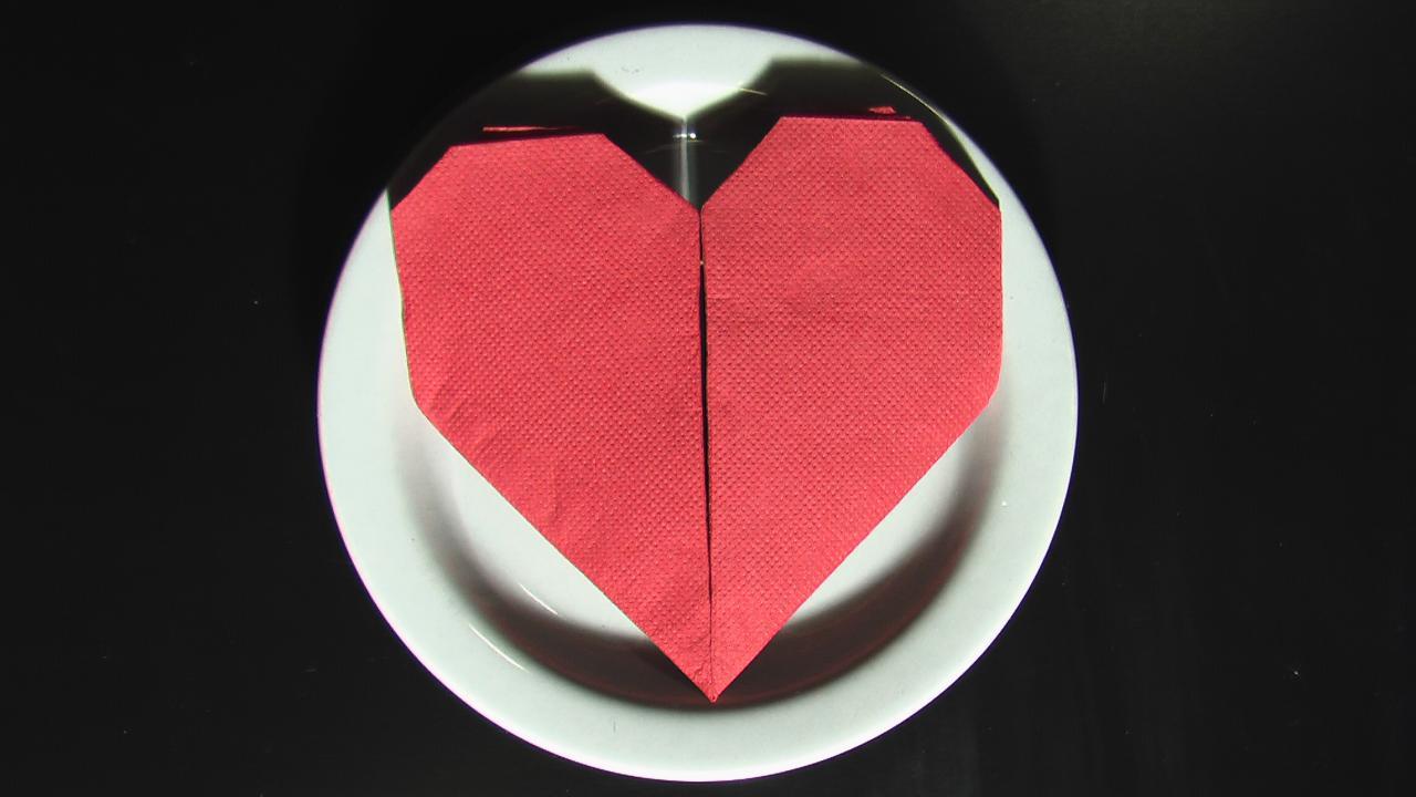 Pliage serviette papier coeur