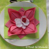 Serviette de table pliage fleur de lotus